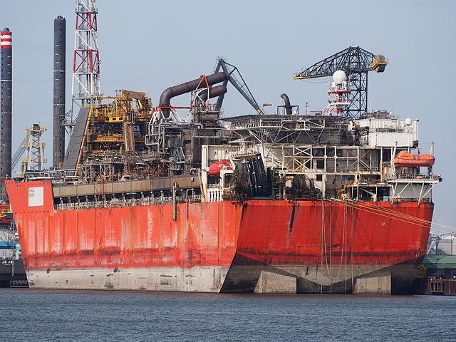 Quando é realizada a descontaminação de partes de ativos Offshore, como tanques, é essencial gerenciar os rejeitos radioativos NORM/TENORM de forma correta, para evitar riscos a todos que estão embarcados.